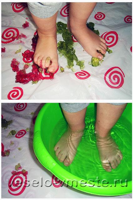 Разминание желе ногами